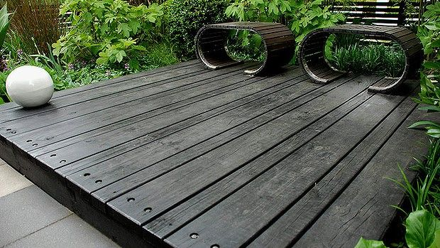 Alternating Boards add impact to a japanese style garden