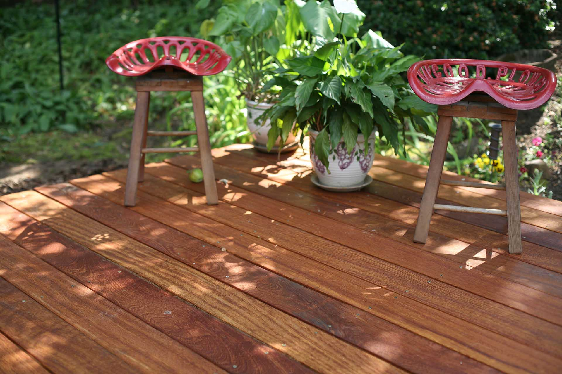 Hardwood_Decking_angelim-pedra-red-stools.jpg